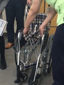 車椅子の開き方